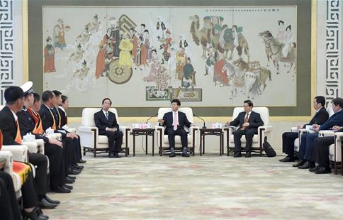 Senior CPC official meets representatives of people with brave actions