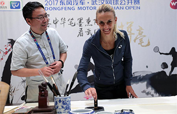 Tsurenko practices Chinese calligraphy after 1st round at Wuhan Open