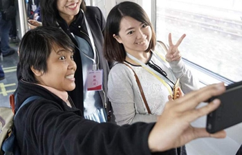 Chinese, foreign journalists visit command center of Beijing's subway