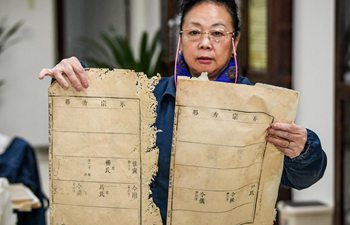 Pic story: Yuan Dongjue repairs ancient Chinese books in Sichuan