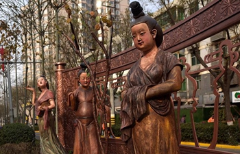 Replicas of Tang Dynasty cultural relics seen on Xi'an street