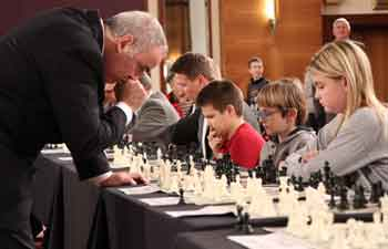 Simultaneous chess exhibition match held in Croatia