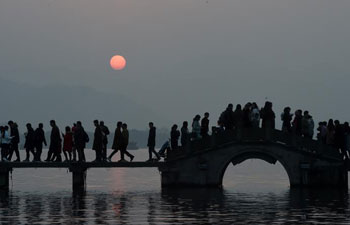 Sunset scenery of West Lake scenic spot in Hangzhou