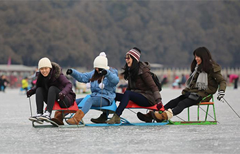 Come and enjoy ice skating at Summer Palace in Beijing