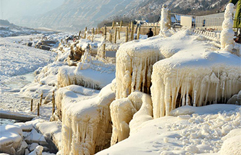 Snow, icicles seen at Hukou Waterfall