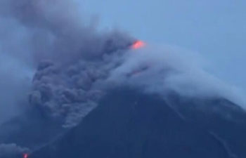 Thousands evacuated as Philippines volcano erupts