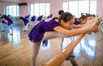 Children learn dancing during winter vacation in Hohhot
