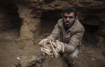 Gaza unearths Roman era pottery fragments