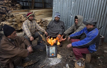 Daily life in Indian-controlled Kashmir during cold weather