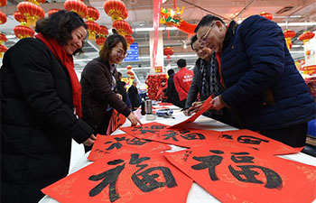 Calligraphers write free-of-charge calligraphies in Nanjing