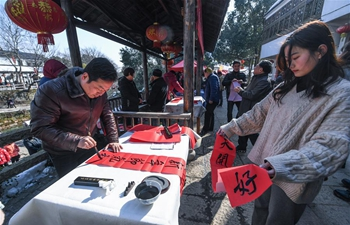"""Market selling spring festival goods opens on day of """"Lichun"""" in E China"""