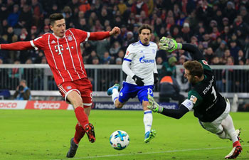 Bayern Munich beats FC Schalke 04 2-1
