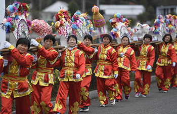 In pics: women's dragon lantern team in China's Zhejiang