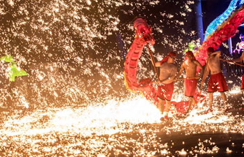 Gorgeous fire dragon dance performed in China's Hubei