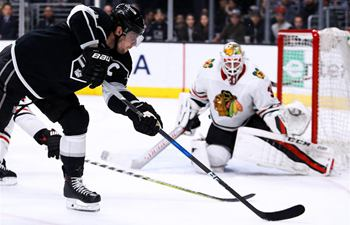 Chicago Blackhawks beats Los Angeles Kings 5-3 in NHL hockey game