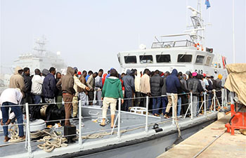 Libyan navy rescues 125 immigrants off western coast