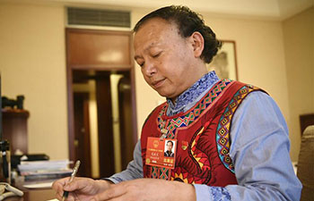 Pic story: NPC deputy Long Xianwen