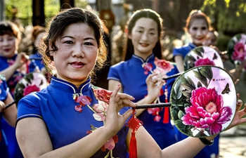 Women present cheongsam in NW China's Shaanxi