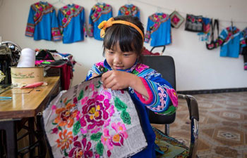 People of Yi ethnic group make embroidery to support families