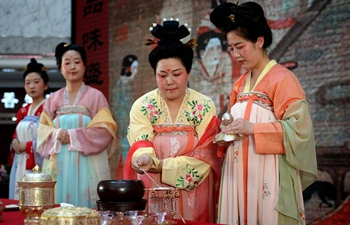 Tang-styled tea cooking show staged in NW China's Xi'an