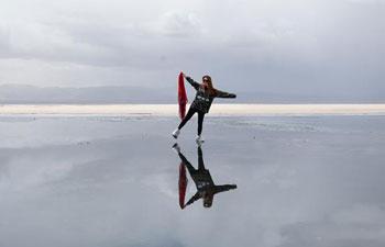 Scenery of Caka Salt Lake in northwest China's Qinghai