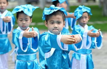 Classes bring traditional Chinese culture to students in Beijing