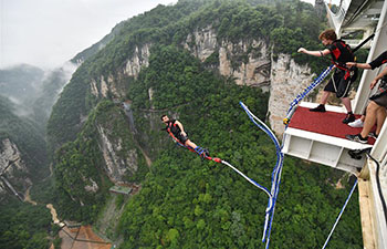 Go bungee jumping in C China's Zhangjiajie