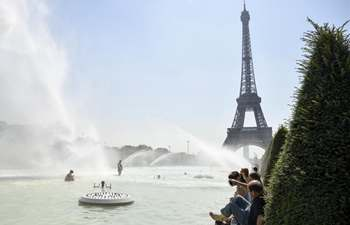 People find ways to keep cool amid summer heat in Paris