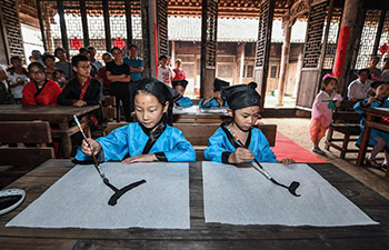 Students attend traditional class in China's Zhejiang