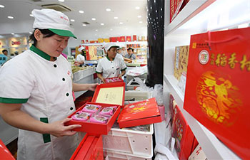 People buy mooncakes for Mid-Autumn Festival in Beijing