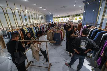 Small town in Zhejiang dubbed as largest trading center for woolen sweater of China