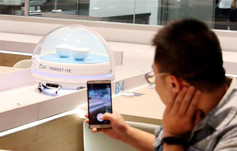 Robots serve food in Shanghai's smart restaurant