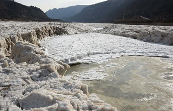 In pics: frozen Hukou Waterfall on Yellow River