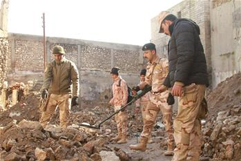 Iraqi security forces clear explosives in remnants of old city of Mosul
