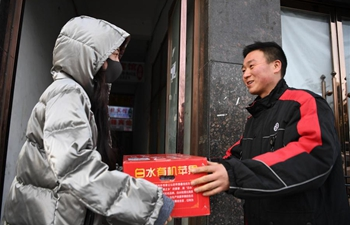 Deliveryman sticks to his post during 2019 Spring Festival holiday