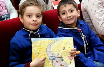 Young Syrians attend awareness session about danger of conflict leftovers