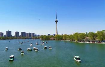 People enjoy spring leisure time in Beijing