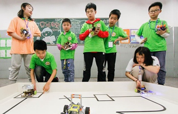 Students take part in robot competition in Hunan