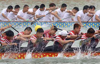Dragon boat race held in east China's Jiangsu