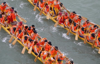 Dragon boat race held to celebrate upcoming Dragon Boat Festival in Hunan
