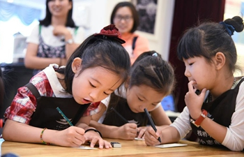 Kids trained as volunteers at bookstore in Qingdao