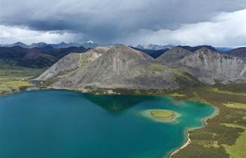 Scenery of Si Chen Lhasa Tso lake in Tibet