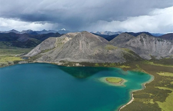 Scenery of Si Chen Lhasa Tso lake in Tibet
