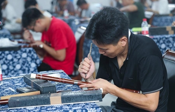 Craftspeople participate in bamboo flute making contest in Hangzhou