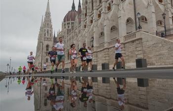 People participate in 34th Budapest Half Marathon