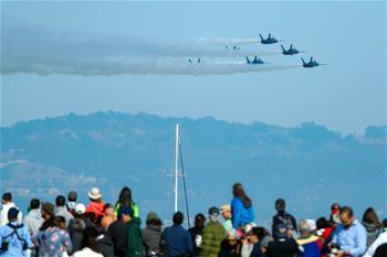 U.S. Navy aerobatics team ushers in 3-day air show at San Francisco Fleet Week