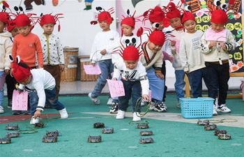 Crab festival for children held in Hongqiao Town of E China's Zhejiang