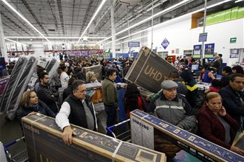 "People shop in self-service store during ""The Irresistible Weekend"" in Mexico City"