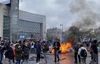 """Fresh """"Yellow Vests"""" violence erupts in Paris despite Macron's economic reforms"""