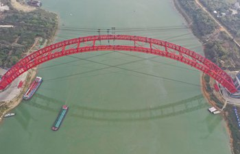 Main arch ribs of Third Pingnan Bridge closes in China's Guangxi